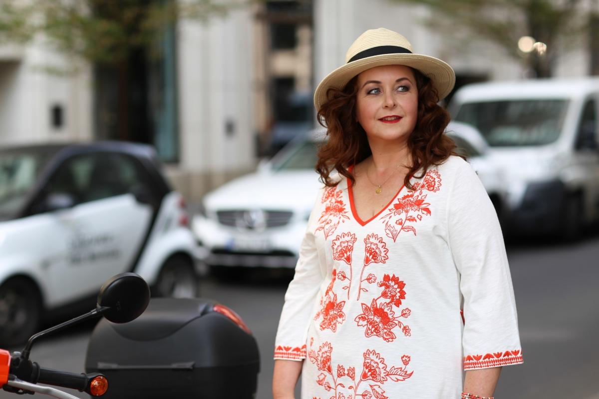 d51df64d3441b5 Sommerliches Kleid im Ü50 Boho-Style. Für mehr Vielfalt in der Mode ...